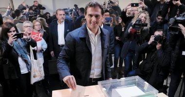 المرشحون فى الانتخابات الإسبانية يدلون بأصواتهم.. وتوقعات كبيرة بفوز سانتشيز