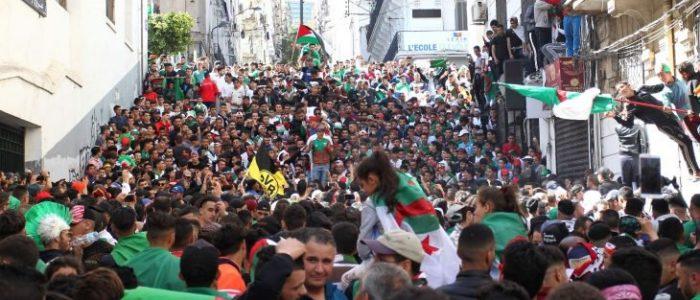 """منظمات غير حكومية تدعو إلى إيجاد حل للأزمة الجزائرية """"خارج إطار الدستور"""""""