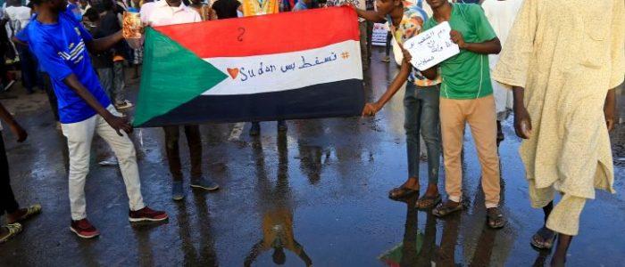 المحتجين السودانيين يغلقون الشوارع المؤدية للقصر الرئاسي
