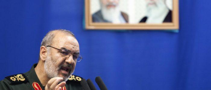المرشد الأعلي يعفي الجعفري من قيادة الحرس الثوري الإيراني ويعين سلامي خلفا له