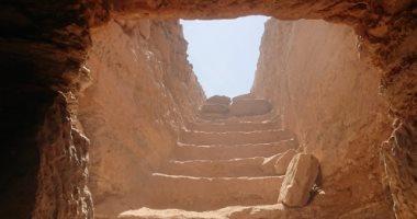 اكتشاف مقبرة تعود للعصر اليونانى الرومانى غرب أسوان بداخلها أقنعة ذهبية