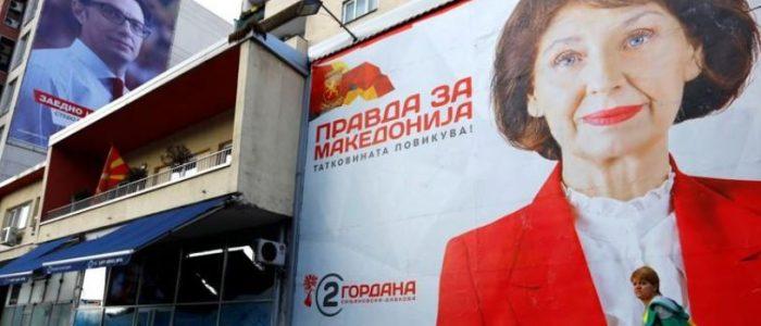 الناخبون في مقدونيا يصوتون في انتخابات رئاسية يهيمن عليها تغيير اسم البلاد