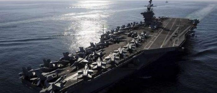 بالفيديو .. طائرة مسيرة إيرانية حلقت فوق حاملة طائرات أمريكية في الخليج