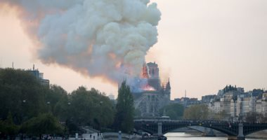 """السلطات الفرنسية ترجح """" ماس كهربائى"""" وراء حريق كاتدرائية نوتردام بفرنسا"""