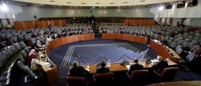 مشاورات للانتخابات الجزائرية بغياب معظم الأحزاب السياسية