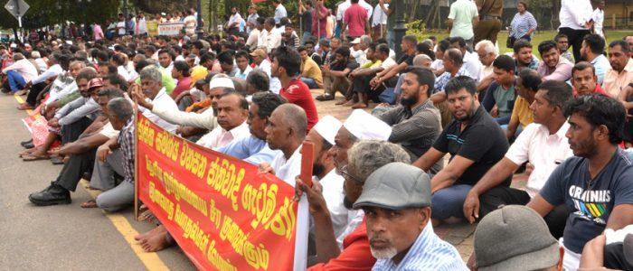 مسلمو سريلانكا يمنعون بثَّ الأذن ويتضامنون مع الضحايا خوفاً من الانتقام