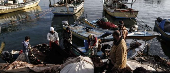 إسرائيل تقلص مساحة صيد الأسماك قبالة سواحل قطاع غزة