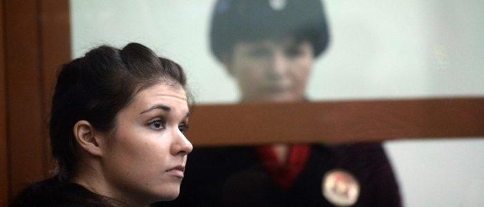 """تعرف علي الروسية """"فارفارا كاراولوفا"""" التي حاولت الأنضمام إلي داعش"""