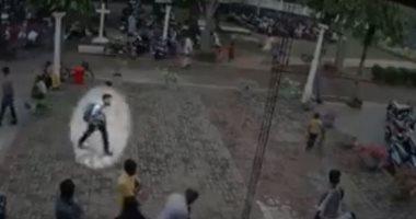 لحظة دخول الانتحارى لتفجير كنيسة فى سريلانكا