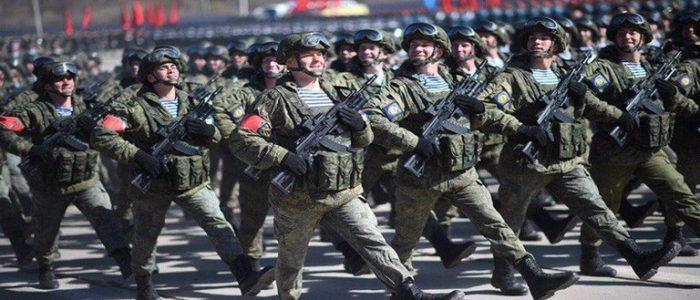 """المظلون الروس يحملون  بندقية """"آكا-12"""" الجديدة"""