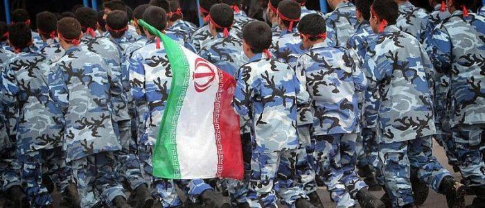 """وزير التعليم الإيراني: 14 مليون تلميذ """"جاهزين للقتال"""""""