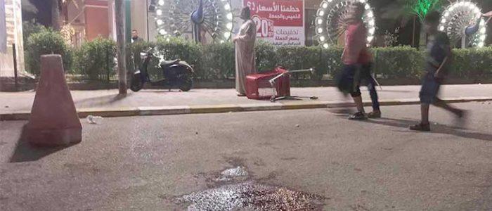 أنصار الصدر يتظاهرون أمام أملاك قادة عزلوا من التيار لاتهامهم بالفساد