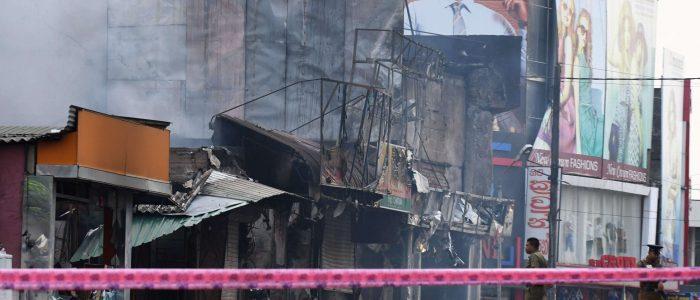 غوغاء ينهبون متاجر مسلمين ومساجد في سريلانكا