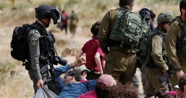 قوات الاحتلال تعتقل 8 فلسطينين فى الضفة الغربية بعد عمليات دهم لمنازلهم