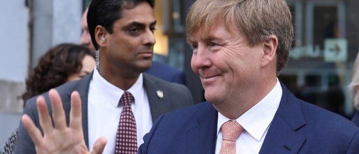 ملك هولندا يفاجئ مهاجرين على مأدبة إفطار
