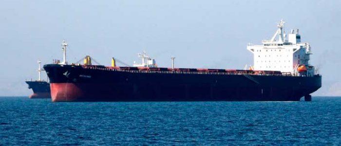 ناقلة تفرغ زيت وقود إيرانيا في ميناء صيني بعد رحلة استغرقت نحو 5 أشهر
