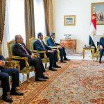 السيسي برئيس مجلس ووزراء الدفاع والخارجية والمخابرات يجتمع لمناقشة تطورات الأوضاع في مصر