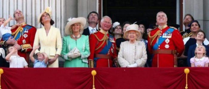 بالفيديو .. أجمل أزياء وقبعات العائلة المالكة في عيد الملكة الـ93