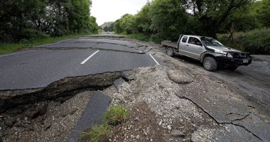 انهيار طريق كامل فى مدينة ناننينج بالصين