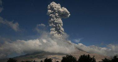 إندونيسيا تحذر من إمكانية حدوث مزيد من الثورات البركانية بجزيرة سومطرة