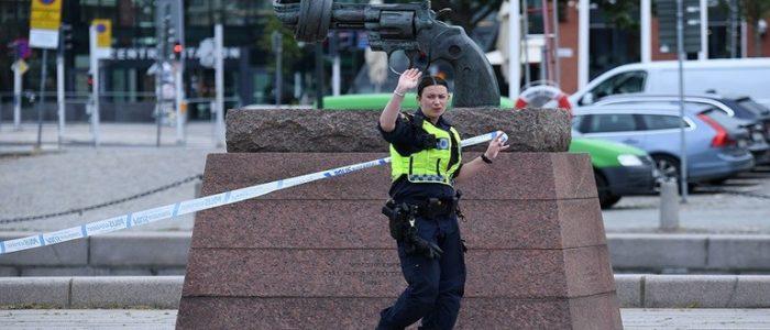 الشرطة تطلق النار على رجل هدد بتفجير محطة قطارات بالسويد