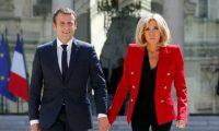 """سيدة فرنسا الأولى تخلع """"كعبها العالي"""" في اليابان"""