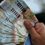 الاحتلال يعتزم قرصنة مزيد من أموال الضرائب