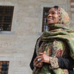 مغنية أمريكية شهيرة: أشعر ببراءة الطفولة عقب اعتناقي للإسلام