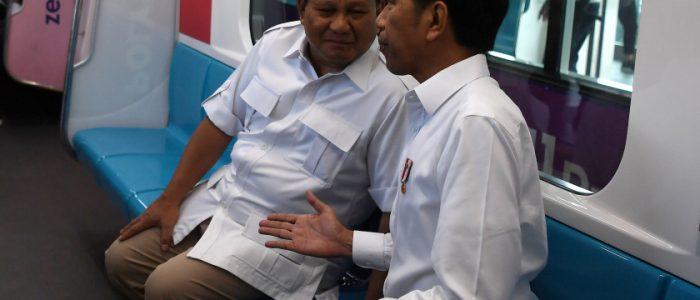 الرئيس الإندونيسي يلتقي منافسه الخاسر في محطة المترو ويقضيان 18 دقيقة سوياً