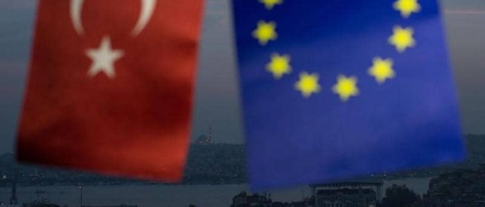 الاتحاد الأوروبي يحذر تركيا من تبعات عملياتها في سوريا ويهدد بقطع مساعدات مالية