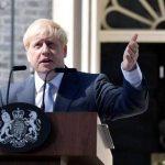 من ينوب عن رئيس وزراء بريطانيا بعد إصابته بكورونا؟