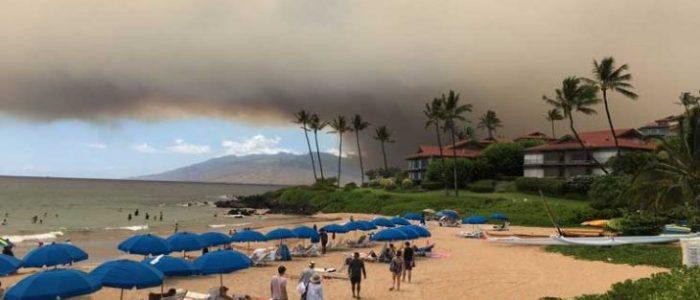 حاكم هاواي يعلن حالة الطوارئ في جزيرة ماوي بسبب حرائق الغابات