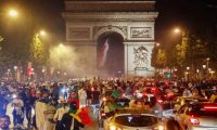 الاتحاد العام للعمال في فرنسا يهدد بمزيد من الاحتجاجات بشأن خطة المعاشات