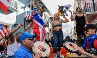 """مظاهرات مطالبة باستقالة حاكم بورتوريكو بعد """"تندّره"""" على النساء والمثليين"""