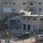 """إسرائيل تهدم 100 بيت فلسطيني شرقي القدس بحجة قربها من """"جدار الفصل"""""""