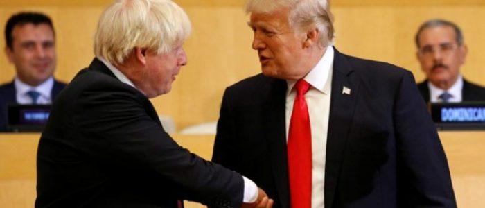 """نيويورك تايمز: هل يريد جونسون أن يصبح """"جرو ترامب"""" ليعطيه اتفاقية تجارة تخفف من آثار""""بريكست"""" على بريطانيا؟"""