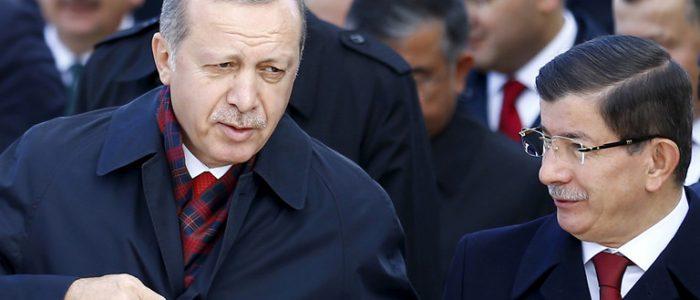 داود أوغلو: حزب اردوغان مصاب بحالة من اليأس وسط تزايد خلافات داخلية
