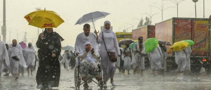 أمطار غزيرة تنهمر على الحجاج في منى وعرفات ومزدلفة