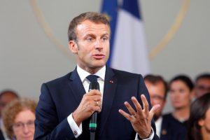 رئيس أكبر حزب معارض فرنسي يهاجم ماكرون بسبب طريقة تعامله مع أزمة الرسوم