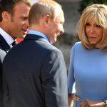 الرئيس الفرنسي يُسبب الألم لزوجته أمام الرئيس الروسي