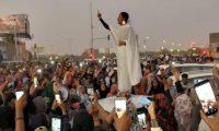التايمز: المرأة السودانية الشابة تتساءل عن مكانها في مجلس سيادي يضم عسكرا وجدّتين