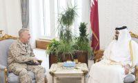 نائب أمير قطر يجري مباحثات مع قائد القيادة المركزية الأمريكية