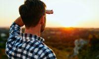 لماذا ينصح دائماً بتجنب النظر إلى الشمس؟