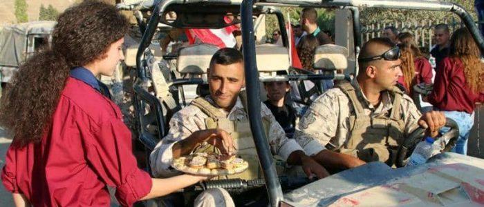 أزمة لبنان المالية دفعت المتعهدين إلى وقف خدماتهم للجيش