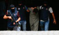 «جلاد داعش» مصحوباً بعناصر الشرطة لمواجهة القضاء