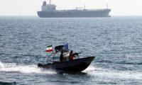 الحرس الثوري الإيراني يضبط سفينة في مضيق هرمز بزعم تهريب مواد نفطية
