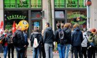 الرئيس الألماني يعبر عن تضامنه مع صاحب مطعم تركي شهد قتل رجل في هجوم هاله