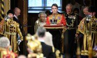 الملكة إليزابيث تخرق العادات الملكية
