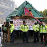 بريطانيا تعتقل نحو 300 ناشط يحتجون ضد التغير المناخي