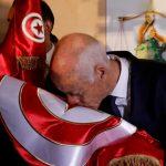 صور الرئيس التونسي الجديد يتناول قهوته من مقهى شعبي تثير الإعجاب